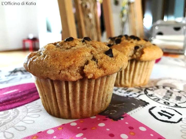 Muffin integrali con gocce di cioccolato e bacche diGoji