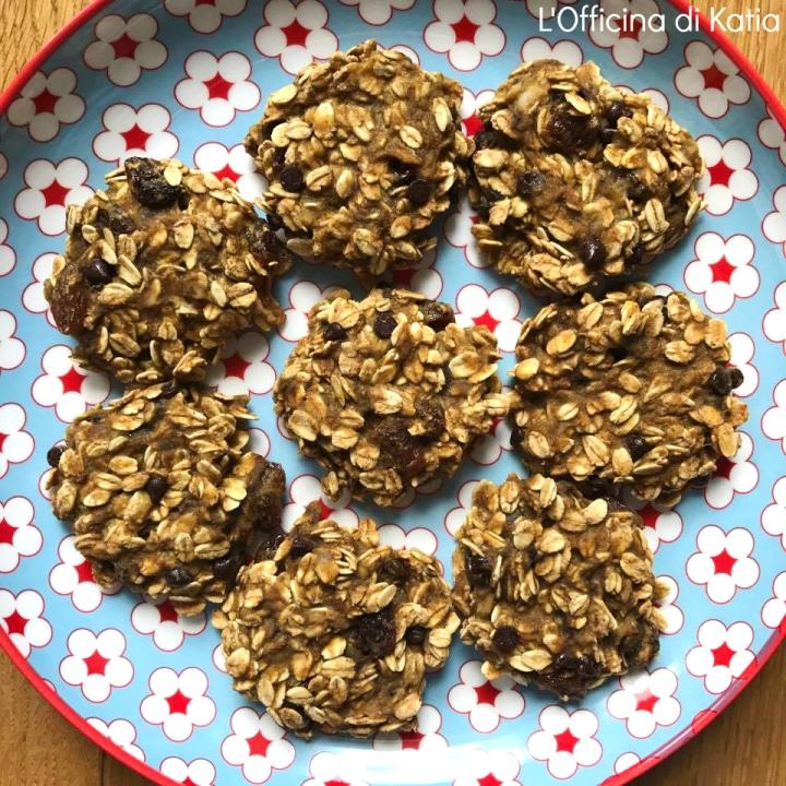 Cookies light con avena, banana gocce di cioccolato euvetta