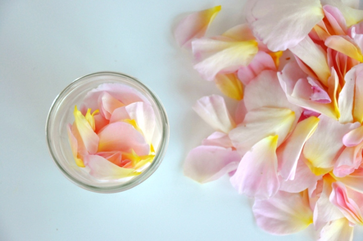 Beauty routine in cucina #1 – Maschera viso anti-età alla rosamosqueta